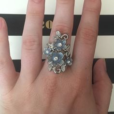Flower Ring Only worn a few time! Accessories