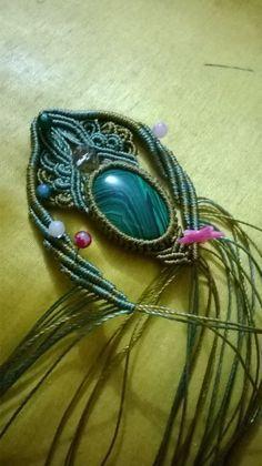 Beautiful micro macrame necklace in progress. Collar Macrame, Macrame Colar, Macrame Art, Macrame Projects, Macrame Necklace, Macrame Knots, Macrame Jewelry, Macrame Bracelets, Diy Jewelry