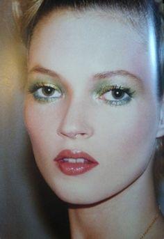 Kevin Aucoin makeup on Kate Moss, Makeup Trends, Makeup Inspo, Makeup Inspiration, Beauty Makeup, Eye Makeup, Hair Makeup, Hair Beauty, Disco Makeup, Kate Moss