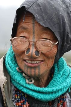 North-East India is the least explored part of the country. Arunachal Pradesh and Nagaland regions are so called hidden part of the world, and there is. Arunachal Pradesh, Indigenous Tribes, Body Adornment, Optician, Body Modifications, Interesting Faces, Incredible India, People Around The World, Old Women