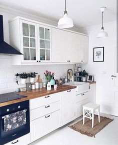 The Best of Little Apartment Kitchen Decor - Kitchen Remodel Kitchen Desks, Small Apartment Kitchen, Home Decor Kitchen, Interior Design Kitchen, New Kitchen, Home Kitchens, Decorating Kitchen, Kitchen Wood, Home Design