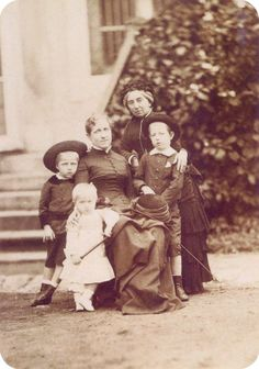 A princesa Isabel, seus filhos e a condessa de Barral.
