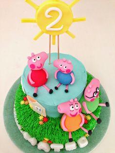 Tarta decorada Peppa Pig. Parte 2: Montaje y decoración. http://quecocinacass.blogspot.com.es/2014/05/tarta-decorada-peppa-pig-parte-2.html