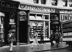 Lyons Tea Shop, Picadilly, London.
