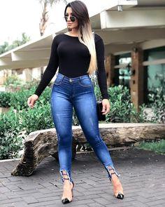 Este posibil ca imaginea să conţină: 1 persoană, stând în picioare Plus Size Jeans, Gabriel, Moda Jeans, Samurai Artwork, Jeans Skinny, Jeans Style, Really Cool Stuff, Ideias Fashion, Christian
