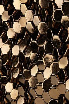 carrelage design en métal doré