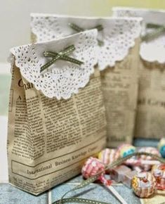 The best DIY projects & DIY ideas and tutorials: sewing, paper craft, DIY. DIY Gifts & Wrap Ideas 2017 / 2018 Make your own gift bags made from newspaper.or maybe brown paper, or other cute papers! Craft Gifts, Diy Gifts, Gifts For Mom, Boss Gifts, Diy Projects To Try, Craft Projects, Craft Ideas, Fun Ideas, Ideas Para