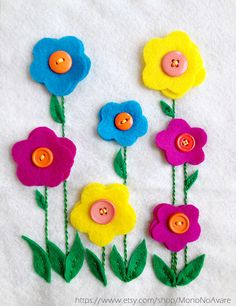 Button Flowers Button Flowers, Felt Flowers, Fabric Flowers, Flower Colors, Felt Embroidery, Hand Embroidery Designs, Button Art, Button Crafts, Preschool Crafts