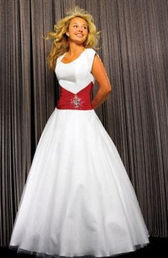 This is a nice #PaparazziPrincesses Prom Look!  What do you think?    T-shirt Floor-length Scoop Princess #Prom #Dress Style Code: 01213 $134