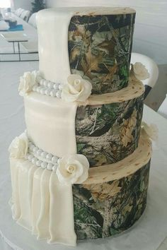 Country Wedding Cakes I want this for my wedding Camo Wedding Cakes, Country Wedding Cakes, Wedding Cake Rustic, Country Wedding Dresses, Wedding Cake Designs, Camo Cakes, Country Weddings, Redneck Wedding Dresses, Redneck Weddings