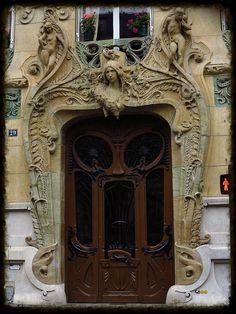 la porte sculpturale de l'immeuble art nouveau de Jules Lavirotte au 29 avenue Rapp, Paris 7e | Flickr: partage de photos!