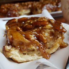 Pecan Cinnamon Rolls, Pecan Rolls, Caramel Rolls, Caramel Pecan, Pecan Sticky Buns, Baked Rolls, Baking Recipes, Bread Recipes, Delicious Desserts
