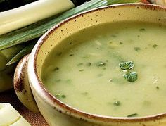 Supă cremă bio de praz cu ciuperci pleurotus și fulgi de ovăz Gatsby, Vegetable Recipes, Cheeseburger Chowder, Creme, Cooking Recipes, Vegetables, Food, Sauce, Onion