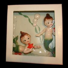 - What a find! This is an adorable mermaid sister set and each one is holding a red starfish. They are in mint condition and have never been taken out of the box. The one standing is tall and her sister is long. Vintage Fur, Vintage Walls, Vintage Decor, Vintage Stuff, 1950s Decor, Vintage Ideas, Kitsch, Mermaids And Mermen, Vintage Mermaid