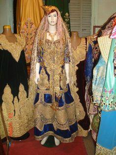 Algerian Traditional Clothes elkhadra.com /fr  Algerian Traditional Clothes اللباس التقليدي الجزائري        ALGER …