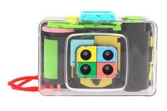 ActionSampler Clear Diese quadratische Vier-Linsen-Kamera bannt eine kurze Actionszene auf 35mm-Film. Die robuste Ausführung macht sämtliche Ausflüge ins Action-Genre mit.