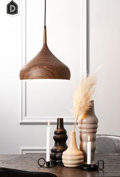 Igram heeft zachte ronde vormen en heeft iets weg van een druppel. Het karakter van de lamp is op en top retro in een modern jasje. Deze hanglamp heeft een bruine kleur en hout look print met een witte binnenkant, wat ervoor zorgt dat de lamp zal opvallen. Hanglamp Igram is er in verschillende uitvoeringen.  #dutchhomelabel#lightandliving#lightliving #verymodern #hanglamp #hout #retro#interieurinspiratie  #interieurstyling#binnenkijken Light Up, Ceiling Lights, Retro, Prints, Home Decor, Products, Contemporary Lamps, Dinner Table, Get Tan