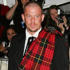 Google Image Result for http://www.nypost.com/rw/nypost/2010/02/11/entertainment/photos_stories/alexander_mcqueen103550--300x300.jpg