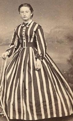 I love the stripes! Lovely Woman in Striped Dress with Belt France CDV Old Pictures, Old Photos, Vintage Photos, Antique Pictures, Pretty Pictures, Historical Costume, Historical Clothing, Historical Dress, Memento Mori