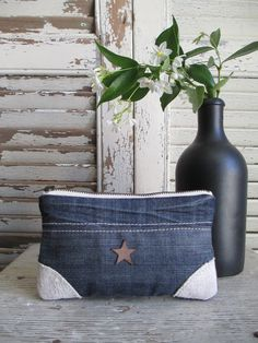 Image of Porte-monnaie {PMRC-07} Artisanats Denim, Denim Purse, Jean Crafts, Denim Crafts, Sacs Tote Bags, Denim Ideas, Recycle Jeans, Recycled Denim, Little Bag