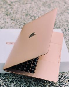 Harper s bazaar singapore sur apples macbook air finally got an upgrade and it has never looked so good! the new macbookair is equipped with retina display wide the 8 best laptops for college students in 2018 Accessoires Macbook Air, Accessoires Iphone, Macbook Air Accessories, Macbook Apple, Apple Laptop Macbook, Mac Laptop, Iphone Macbook, New Macbook Air, Macbook For Sale