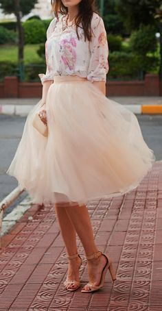 Cream tulle midi skirt, white floral top, nude heels