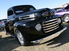 Chevy trucks aficionados are not just after the newer trucks built by Chevrolet. They are also into oldies but goodies trucks that have been magnificently preserved for long years. Ford Trucks For Sale, Old Ford Trucks, Pickup Trucks, Toyota Trucks, Hot Rod Trucks, Cool Trucks, Cool Cars, Classic Trucks, Classic Cars