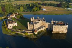 10 Fairytale Castles You Can Visit Chateau Moyen Age, Beautiful Castles, Beautiful Places, Amazing Places, Leeds Castle, London Castle, Castles To Visit, Day Trips From London, Destinations