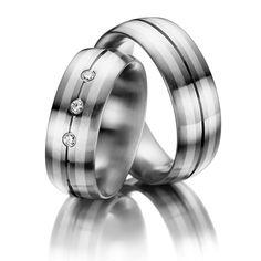 Eheringe Eternal Touch, innen Edelstahl , außen Edelstahl und Silber 999/- Breite: 8,00 - Höhe: 3,00 - Steinbesatz: 3 Brillanten zus. 0,09 ct. tw, si (Ring 1 mit Steinbesatz, Ring 2 ohne Steinbesatz). Alle Eheringe können individuell nach Ihren Wünschen konfiguriert werden.