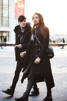 """Supermodel royalty, Willy Cartier mixes grunge and straight up piracy by decking out in all black, and throwing on a satchel and double breasted coat.""  http://www.manualredeye.com/2013/03/02/gallery-new-york-fashion-week-street-trends/"