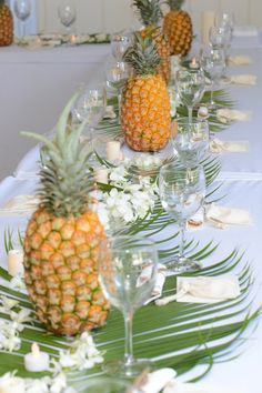 Hawaiian Wedding Luau with Beach Wedding Planners (luau party on a budget) Thema Hawaii, Pineapple Centerpiece, Summer Table Decorations, Estilo Tropical, Hawaiian Theme, Hawaiian Wedding Themes, Hawaiian Birthday, Hawaiian Luau, Deco Floral