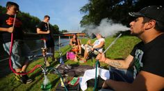Die Menschen in Deutschland greifen immer seltener zur #Zigarette. Der Absatz von Pfeifentabak hat sich dagegen in zehn Jahren fast verdoppelt. Der Grund: Bei jungen Rauchern werden Shishas immer beliebter.