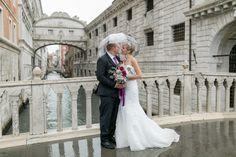After-Wedding-Shooting, in Venedig, bei Regen,Regenschirm, Seufer Brücke,