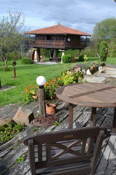 Típico Horreo Asturiano, que servía para conservar alimentos y hoy en día es utilizado para brindar alojamiento a los turistas enamorados de ellos.