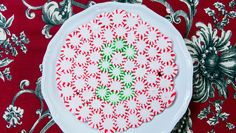 Decorate a place setting w/ easy Peppermint Plates! Catch #HomeAndFamily weekdays at 10/9c on Hallmark Channel!