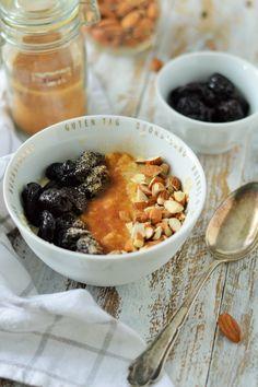Lust auf ein kleines Beautyprogramm? Dann lasst uns mal Frühstücken! Ich habe euch heute ein Frühstücksbowl mit Hirseflocken mitgebracht. Wusstet Ihr, dass Hirse eine echte Wunderwaffe ist? (von sugar meets chili)