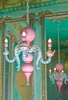 ..great chandelier..