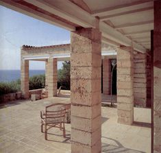 jose jové: Jorn Utzon, Can Lis Arch Architecture, Mediterranean Architecture, Mediterranean Homes, Jorn Utzon, Rammed Earth Wall, Architectural Materials, Timber Beams, Stone Columns, Design Blog