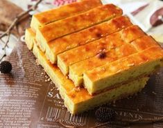さつまいもスティック 20本程度) さつまいも:中2本(500g程度) 砂糖:50g 牛乳:50ml バター(無塩):30g 卵:1個 卵黄(つや出し用):1個 ・生地用 ビスケット:100g バター(無塩):50g Easy Sweets, Homemade Sweets, Sweets Recipes, Cake Recipes, Cafe Food, Food Menu, Sweets Cake, Asian Desserts, Japanese Sweets