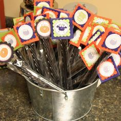 Cute treats! I think we should make these for your kiddos! @Meagan Finnegan Rossclassroom treatslassroom