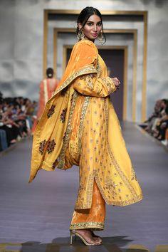 Shadi Dresses, Pakistani Formal Dresses, Pakistani Dress Design, Pakistani Outfits, Indian Outfits Modern, Indian Wedding Outfits, Indian Designer Outfits, Bridal Outfits, Designer Dresses