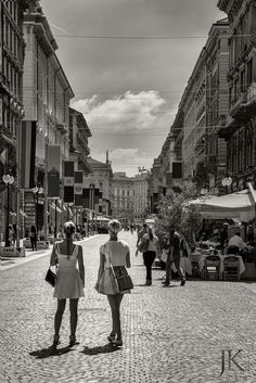 Streetfotografie, Shopping in Mailaind   #Streetphotography #Mailand #Milan #Milano