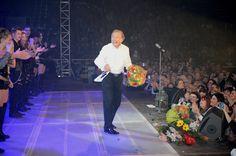 GALERIE: Karel Gott na koncertní šňůře: Našel si náhradu za šoféra Oldu! Gott Karel, Concert, Celebrities, Celebs, Concerts, Celebrity, Famous People