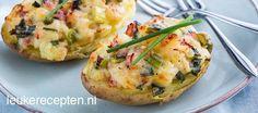 Aardappels uit de oven met een gegratineerde vulling van spekjes, bos en kaas
