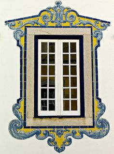 Portuguese window, with a #azulejo frame - Cascais, Portugal