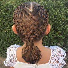 Los increíbles peinados que le hace a su hija