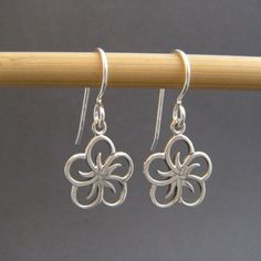 small silver flower petal earrings. simple by limegreenmodern