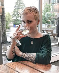 Got caught in the rain, but atleast I got my vino. And the spring preorder just kicked off! Pixie Haircut Styles, Pixie Styles, Pixie Hairstyles, Cool Hairstyles, Short Hair Styles, Pixie Haircuts, Super Short Hair, Super Hair, Short Curly Hair