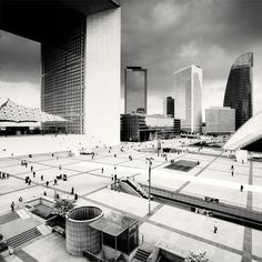 Great view over this modern esplanade, close to HomeinLaDefense.com By Martin Stavars La Défense - France, 2010