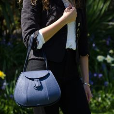 http://www.janehopkinsonbags.co.uk/clutches-and-evening-bags/florence/279-chalk-blue